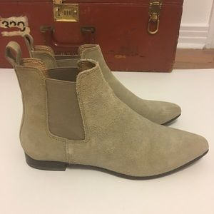 Banana Republic Suede Chelsea boots, Taupe W 7.5